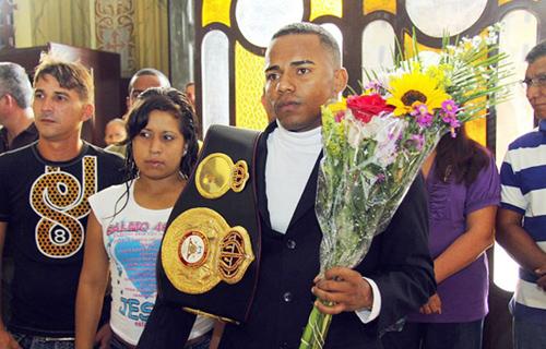 """Campeón Liborio Solís visitó a """"La Chinita"""" en Venezuela"""