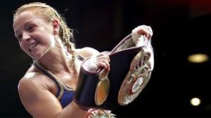 AMB sancionó 31 combates femeninos en 2013