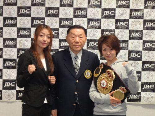 Pics of defending Ayaka Miyao vs Masae Akitaya