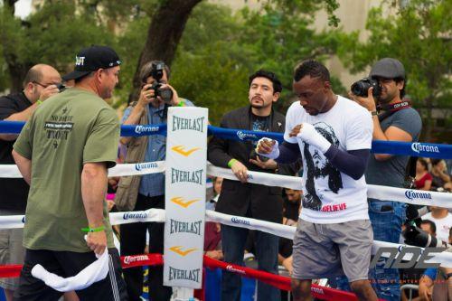 Campeón Austin Trout hace entrenamiento público en SA