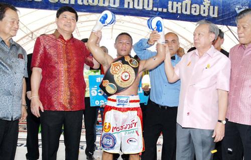Kompayak captures WBA interim title