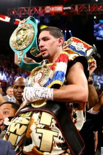 Picture of the day-Danny Garcia retains Super Lightweight titles