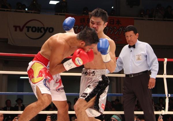 Kohei Kono wins by KO and wins 115 lbs title