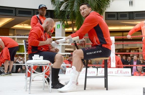 Photos: Klitschko, Leapai Massive Open Workout Gallery