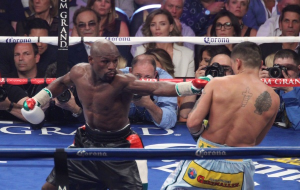 Photos: Mayweather vs Maidana