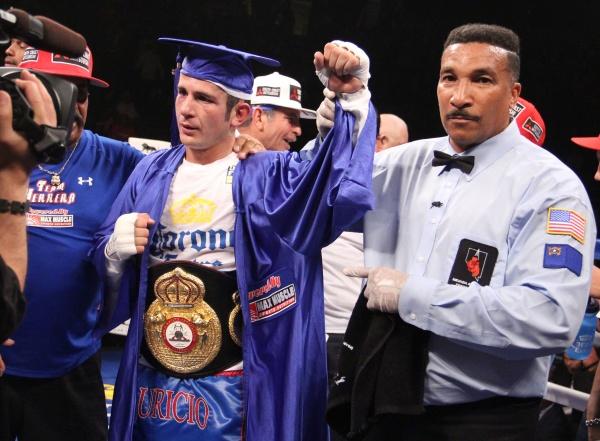 Mauricio Herrera WBA gets the super lightweight 140 pounds interim title