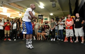 Photos: Mayweather Jr. Public Workout