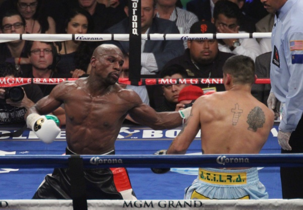 Photos: Mayweather kept his unbeaten record and beat Maidana for the second time