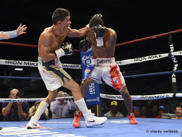 Photos: Juan Carlos Payano dethroned Chemito Moreno in Texas