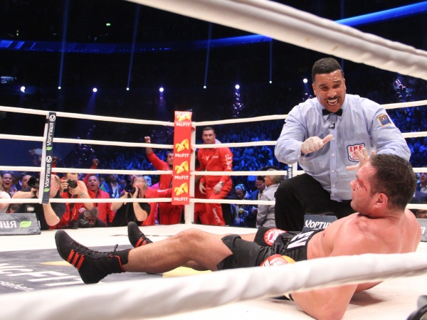 Photos: Klitschko knocks out Pulev in five