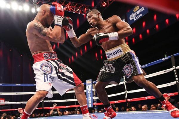 Lara outpoints Smith to retain WBA 154lb belt