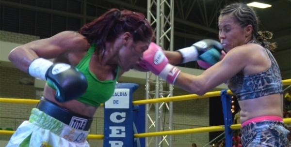 "Liliana Palmera retains interim title against ""China"" Sánchez"