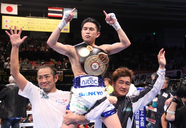 Photos: Kazuto Ioka takes WBA flyweight title from Juan Carlos Reveco