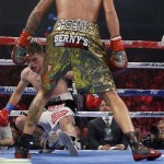 Benavidez TKOs Paez to retain title