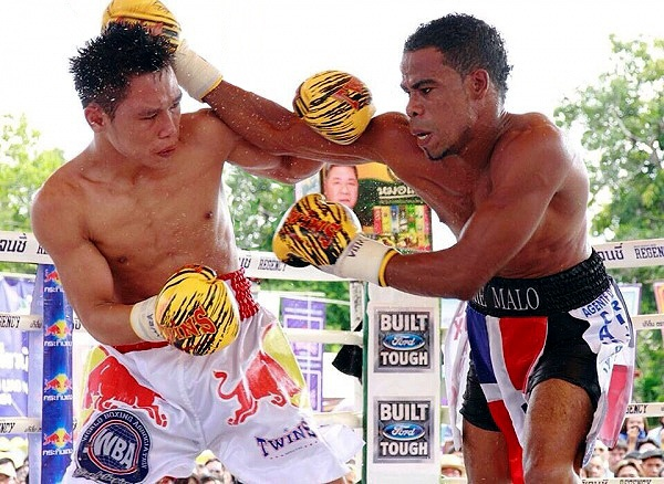 Kiatniwat Decisions Lebron, Wins WBA Title