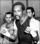 On May 7, 1978, Cardona won the WBA World super bantamweight title with a TKO over Soo-Hwan Hong.