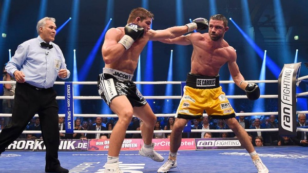 Vincent Feigenbutz retained his title with a razor thin majority decision over underdog Giovanni De Carolis. (GES-Sportsfoto)