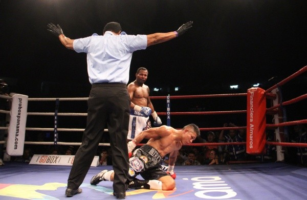 Mosley noqueó a López en 10 rounds