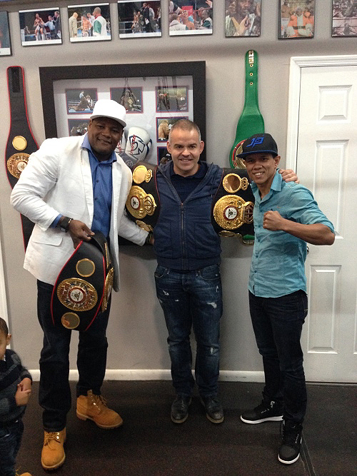 Sr. Mendoza recently met with Luis Ortiz and Juan Carlos Payano in Miami. (Photo: Herman Caicedo)