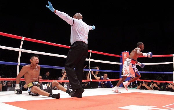 Jezreel Corrales KO'd the WBA Super World super featherweight champion in Tokyo, Japan. (Photo: Sumio Yamada)
