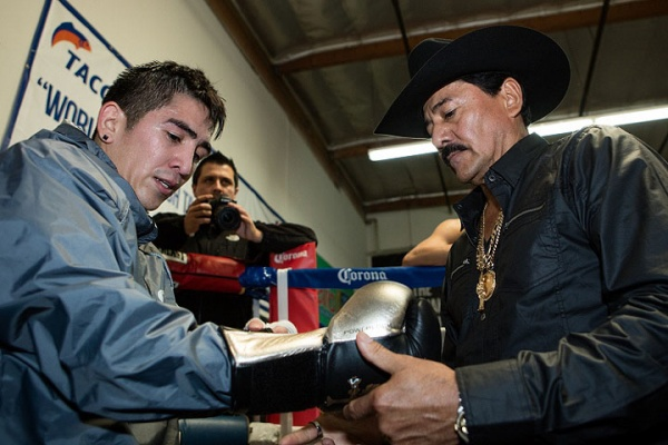 WBA Prays with Leo Santa Cruz