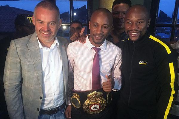 Mayweather Signs WBA Interim Featherweight Champion