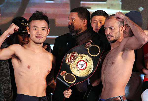 Both fighters easily made the 122-pound limit at Friday's weigh-in. (Photo: WBA China)