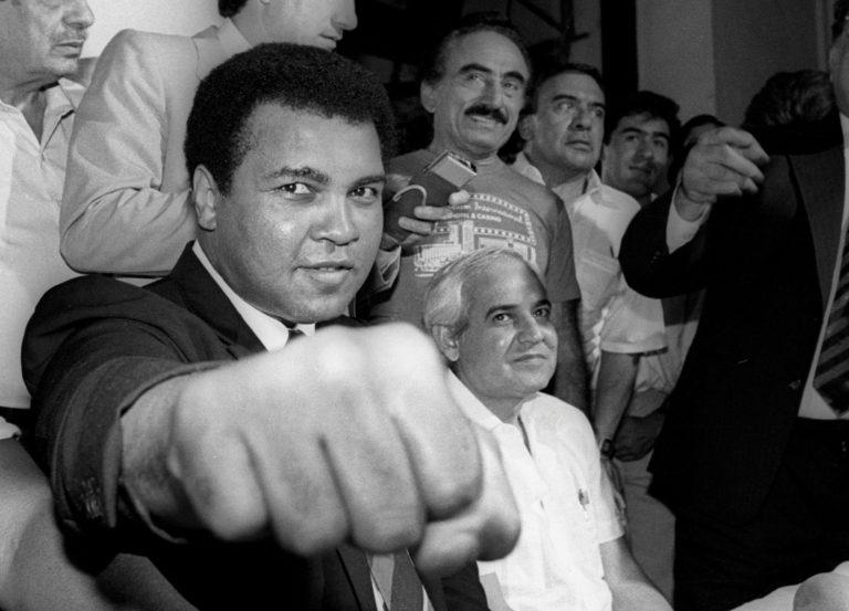 Muhammad Ali junto a Gilberto Mendoza.