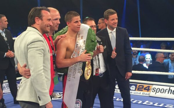 Zeuge beats Smith by unanimous decision