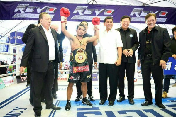 Thammanoon Niyomtrong defeated Filipino Rey Loreto by unanimous decision