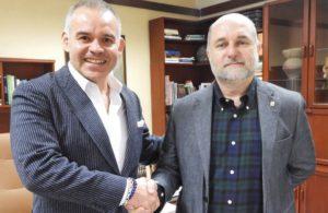 Gilberto Jesús Mendoza y Mauricio Alviar, rector de la Universidad de Antioquia.