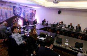 Miembros del Directorio AMB ponen su cargo a la orden.