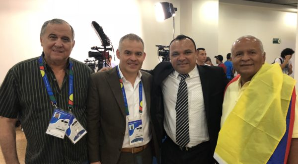 Gilberto Mendoza next to Rodolfo Fortich (left), Fran López (center) and Francisco Piña (right).