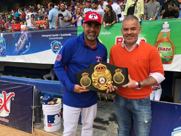 Gilberto Jesus Mendoza grants recognition to Ozzie Guillen