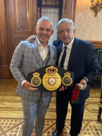 Mendoza se reunió con López Obrador y Andy Ruiz en México