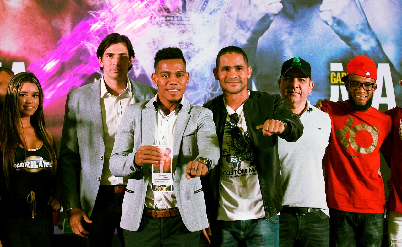 Barraza and Maestre face to face at a press conference