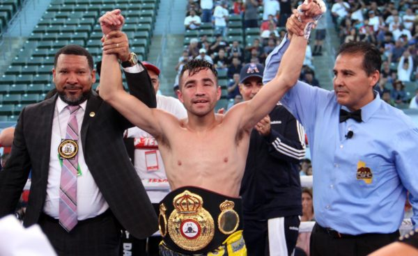 Rios scores big upset knockout of De La Hoya in Carson