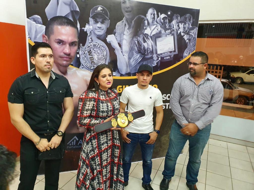 """WBA pays tribute to """"Gallo"""" Estrada in Hermosillo"""