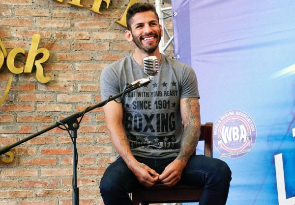 Linares talked to his fans at the WBA Convention