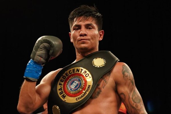 Contreras beat up Flores and retained his WBA-Fedecentro title