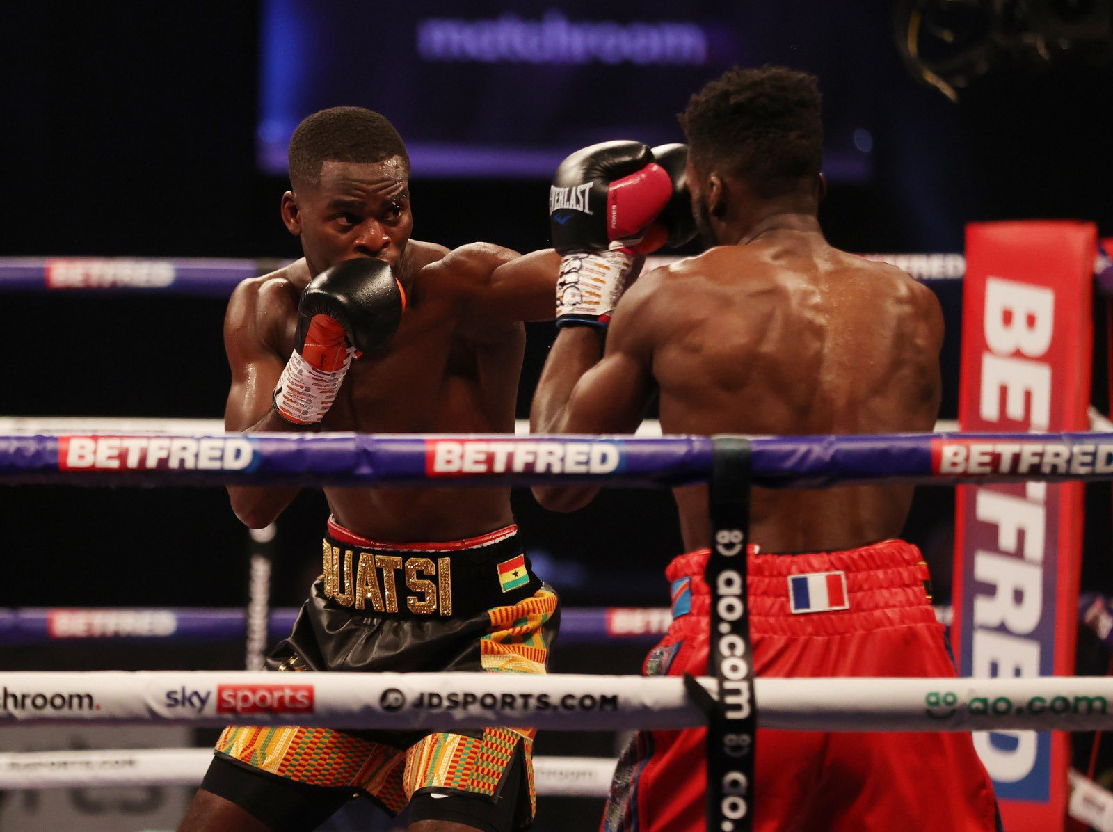 Joshua Buatsi retained his WBA-International belt with an impressive KO against Dos Santos