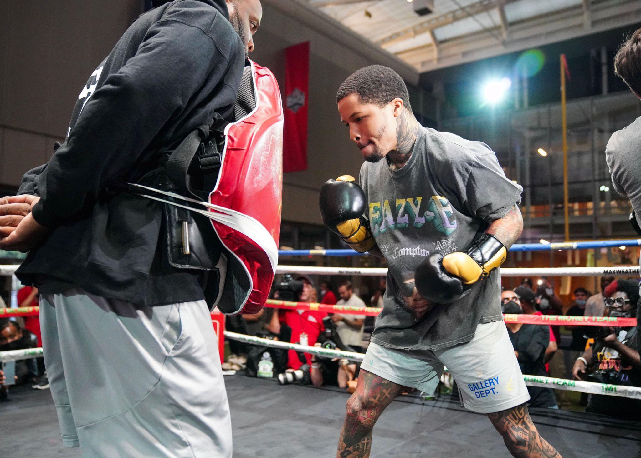 Barrios y Davis mostraron su arsenal en entrenamiento público
