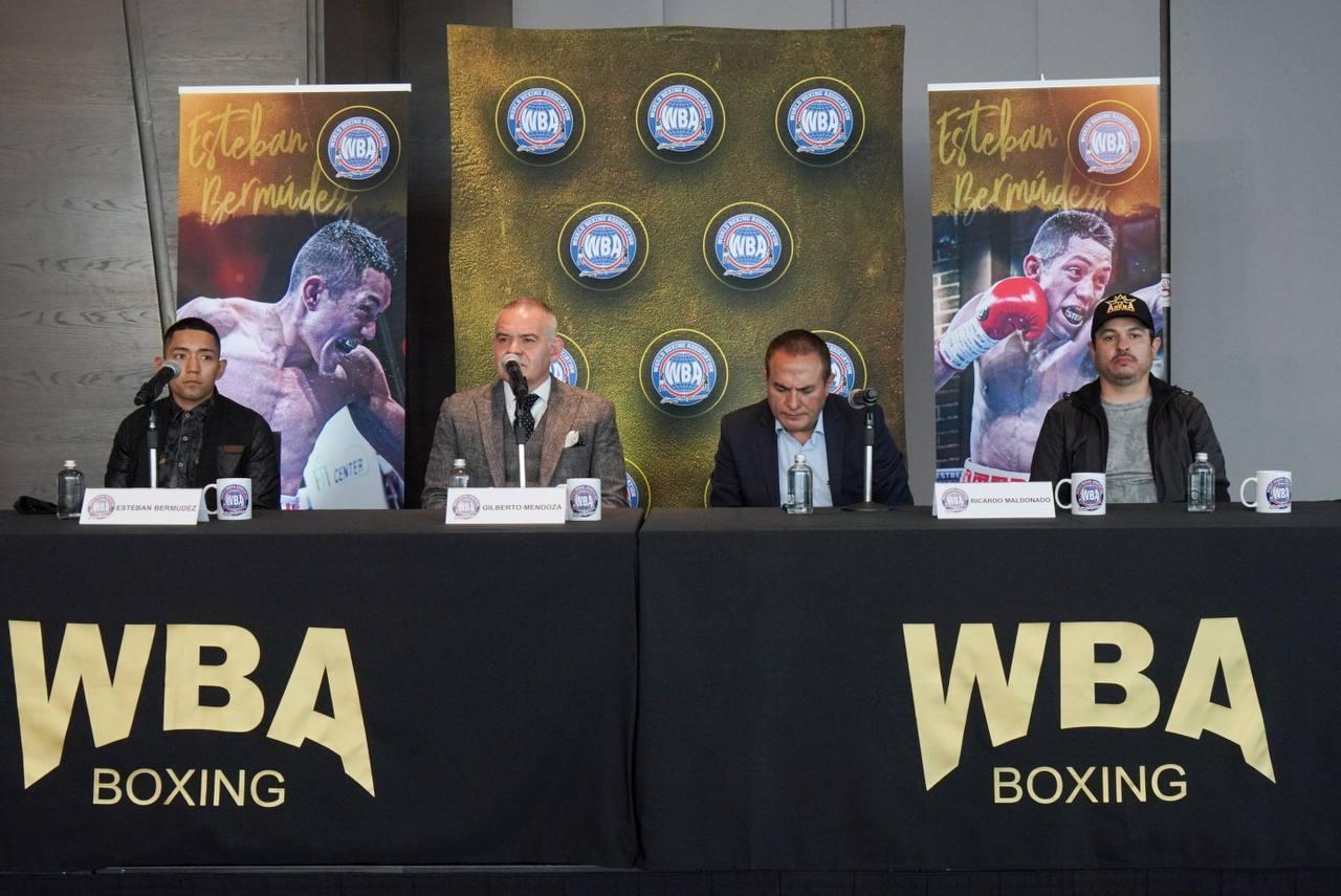 Esteban Bermúdez received his WBA title